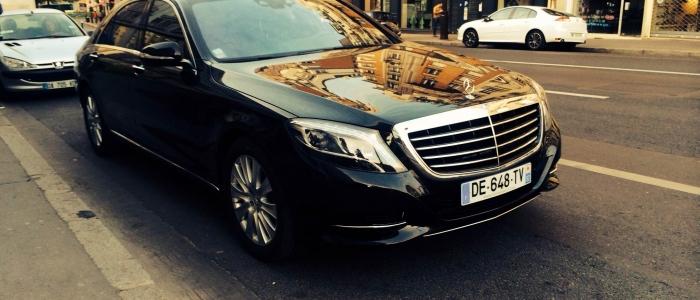 Découvrir Paris en voiture de location